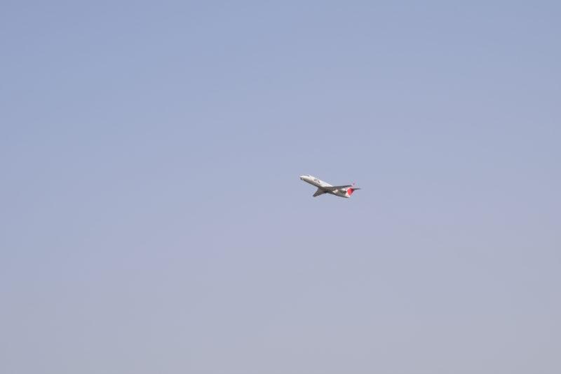 大空に飛び立つJAL