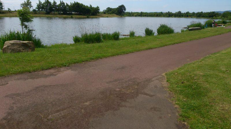 しのつ湖沿いのサイクリングロード