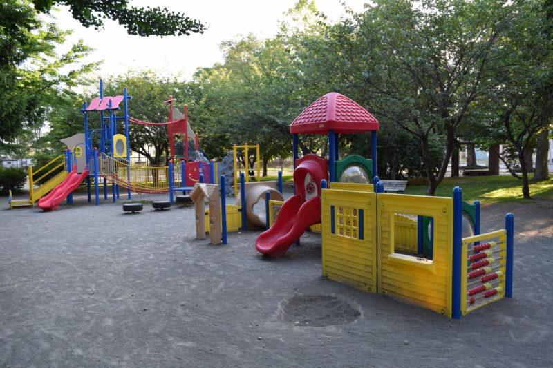 コンビネーション遊具は大きい子用と小さい子用の2種類