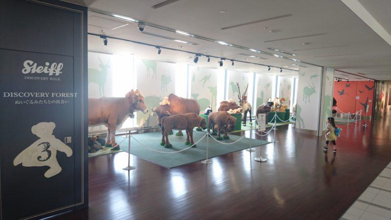 クマやバイソンなど実物大の動物たちをメインに展示