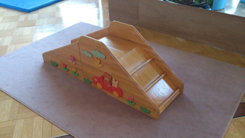 木製の滑り台