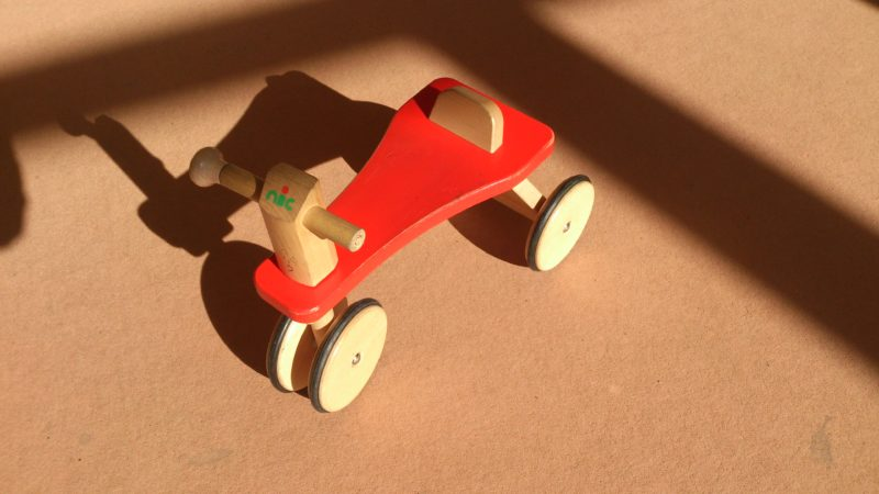 木製の三輪車