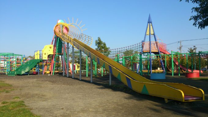屯田公園名物のローラー式滑り台