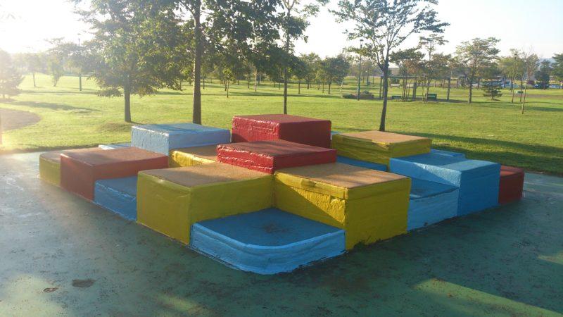 赤、青、黄のゴムブロック