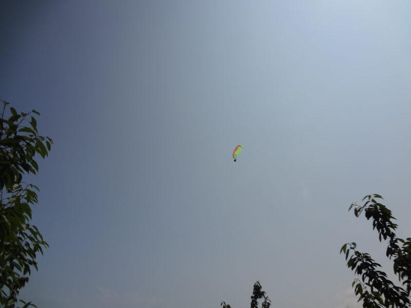 モーターパラグライダーをやっている方が上空に