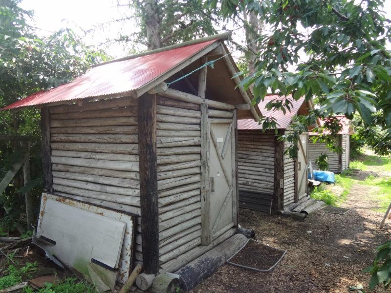 果樹園の中にも男女別トイレと男女兼用トイレ