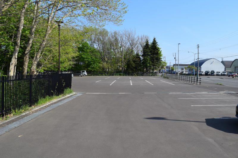 遊具広場側にある東駐車場