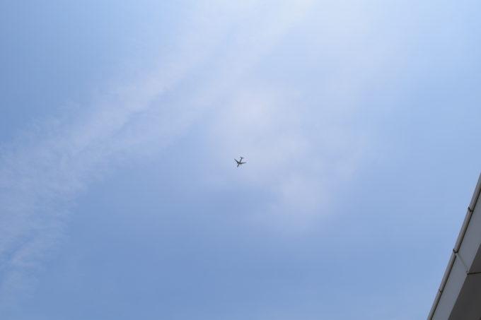 旭川空港上空の飛行機