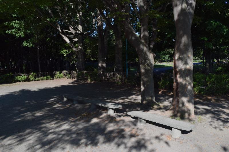 伏古公園ランニングコースのベンチ