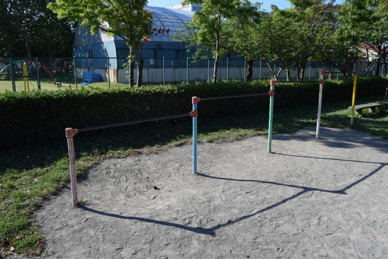 伏古公園4連鉄棒