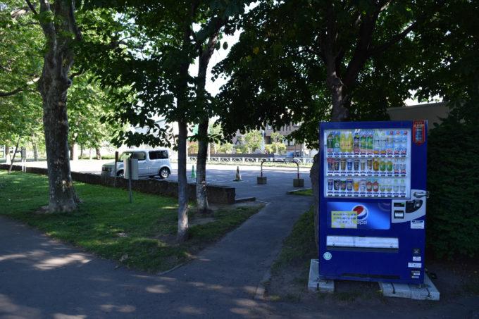 伏古公園管理事務所・駐車場付近にある自動販売機