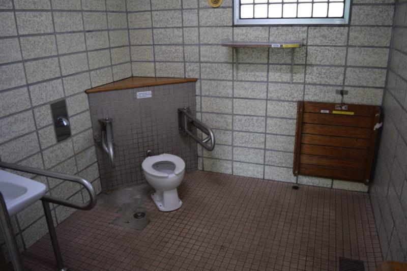 バリアフリー対応トイレの室内
