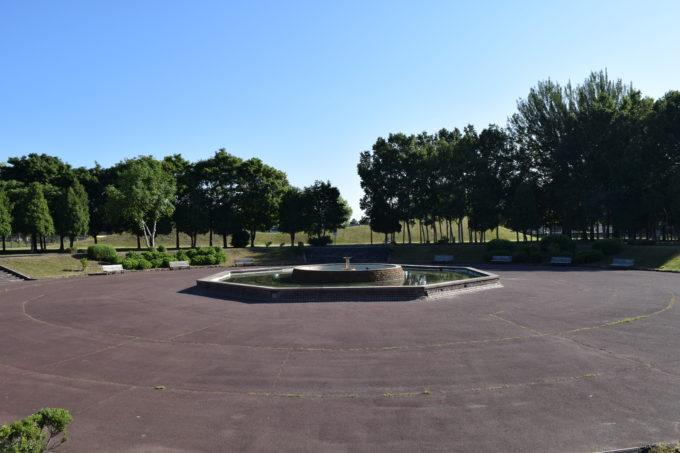 伏古公園中央にある噴水広場