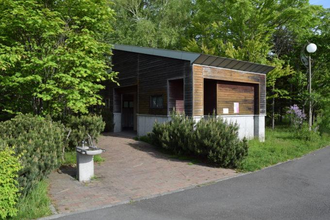 野球場側(北白石川)付近のバリアフリートイレ