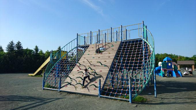川下公園の大型のコンビネーション遊具