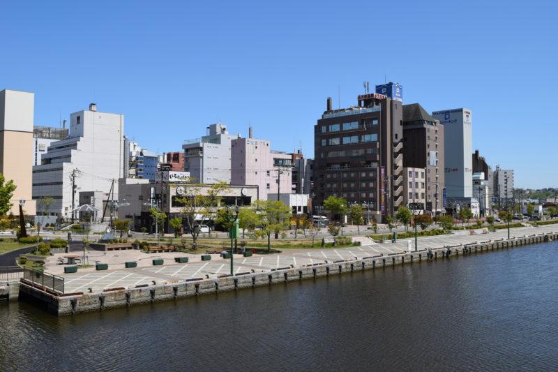 幣舞橋からの釧路の繁華街末広方面