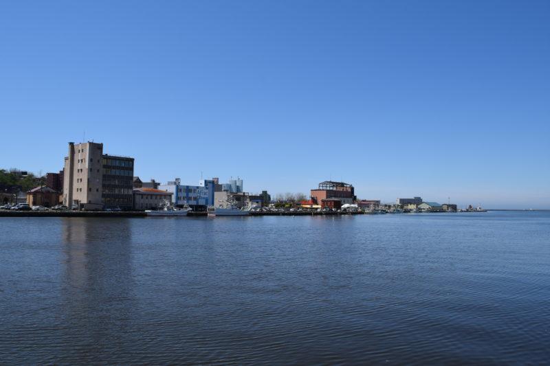 釧路川と港文館