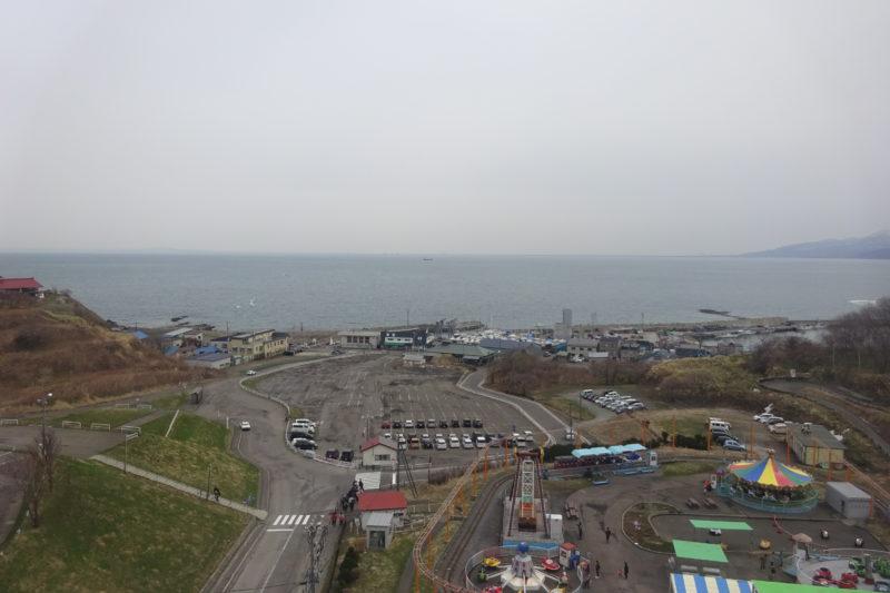 観覧車から祝津漁港とヨットハーバー