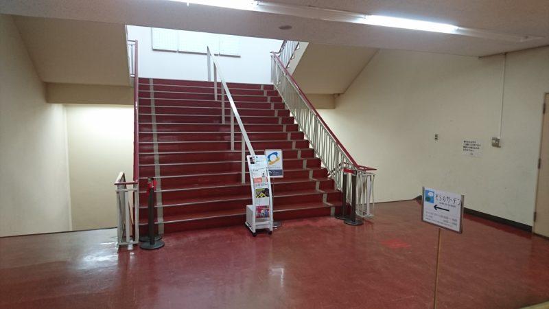 そらのガーデンがある屋上11Fへの階段