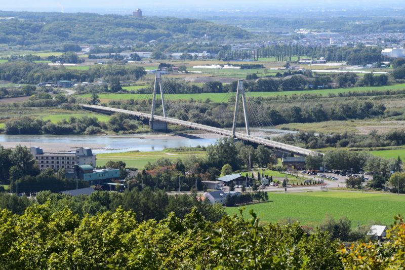 十勝が丘展望台からの十勝川に架かる十勝中央大橋