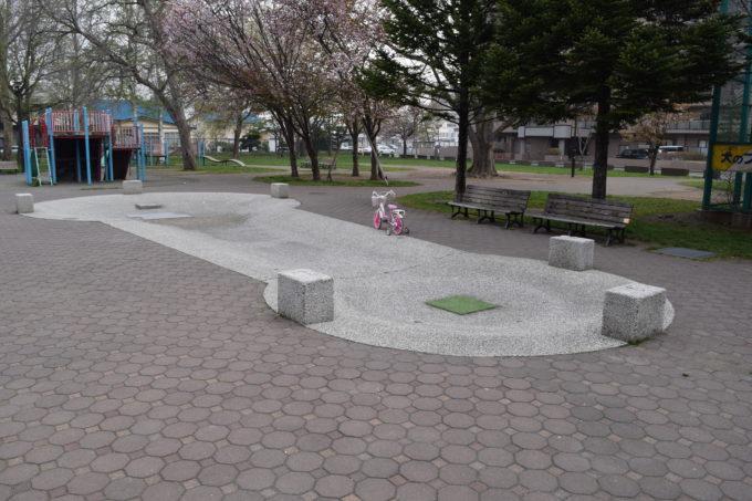 やちだも公園の遊水路