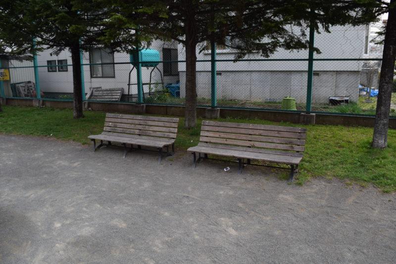 やちだも公園ベンチ