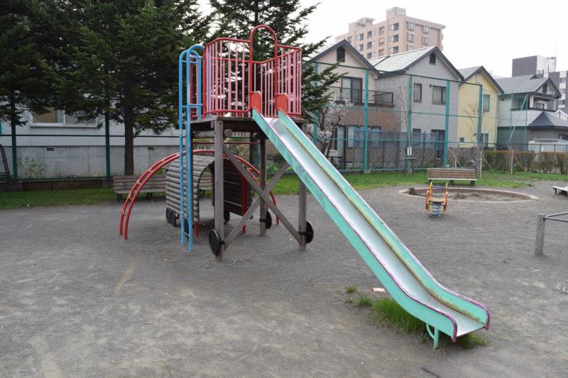 やちだも公園滑り台