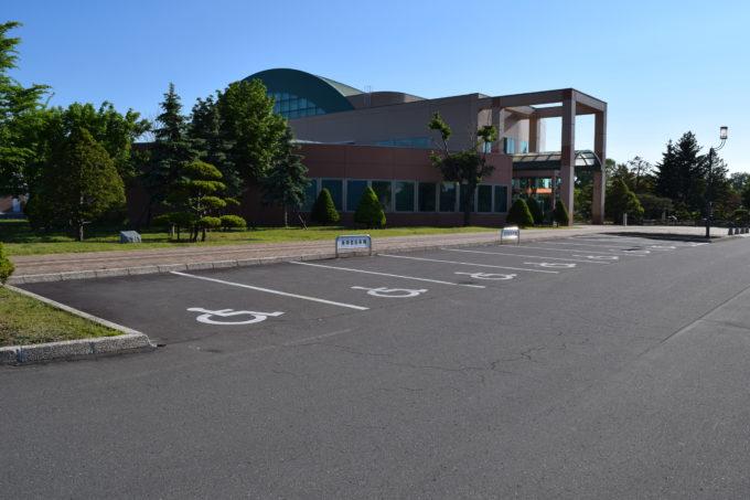 忠和公園駐車場のバリアフリースペース