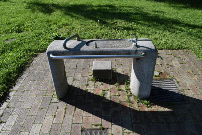 ジョギングコース沿いにある水飲み場・手洗い場