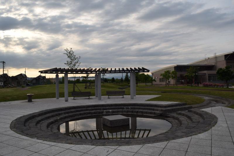 東豊公園のピクニック広場にある修景水路