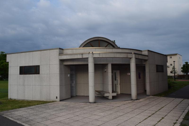 東豊公園体育館・テニスコート付近にあるバリアフリートイレ