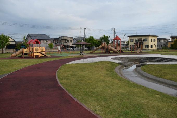 遊具広場とピクニック広場