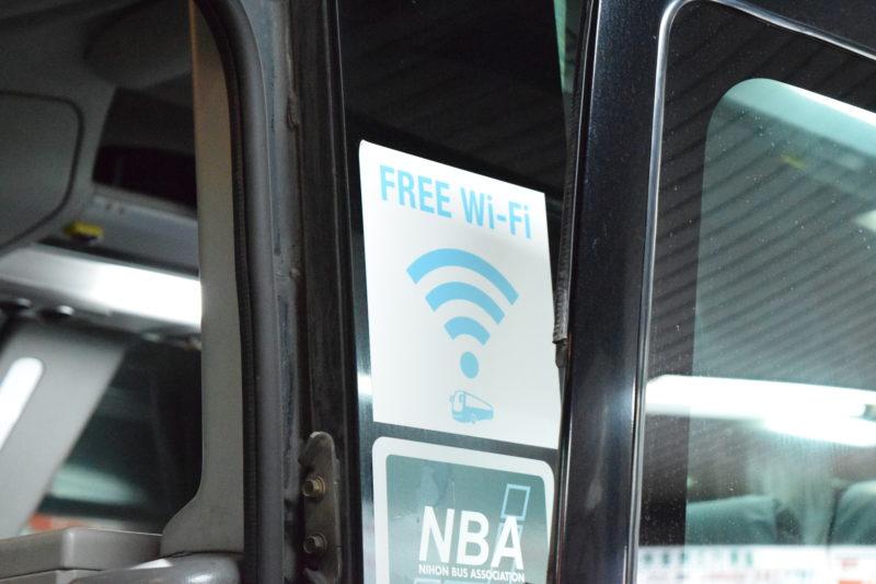 沿岸バス「特急はぼろ号」車体に貼り付けしてあるWi-Fiステッカー