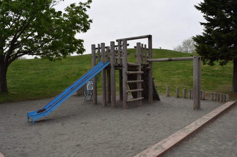トリム遊具と砂場