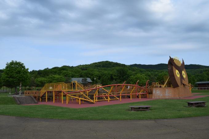 木製遊具左側から