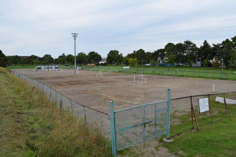 柳町公園にあるテニスコート