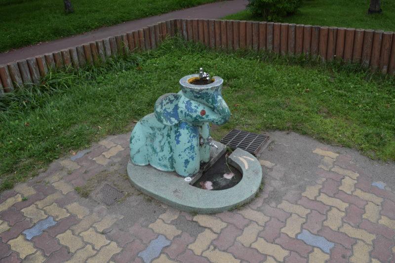 遊具広場付近の水飲み場・手洗い場