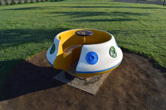 UFO型の回転遊具