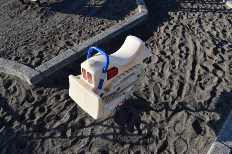 砂場のスプリング遊具
