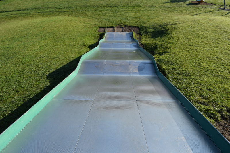 大型滑り台