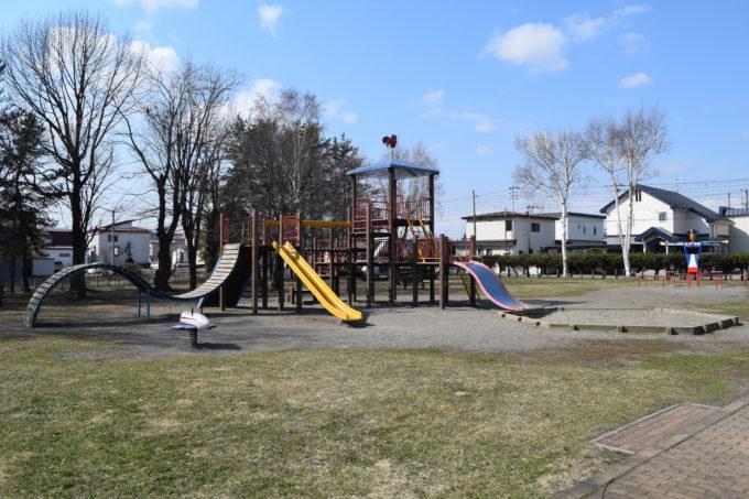 啓西公園の南側にあるコンビネーション遊具