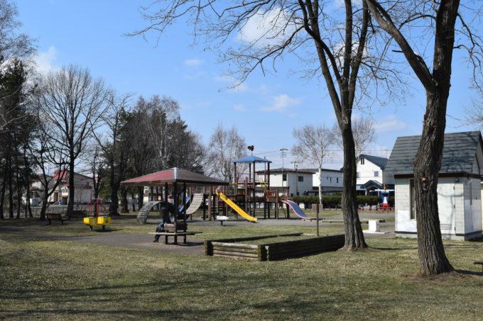 啓西公園の南側にある遊具広場