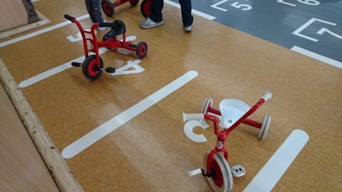 サーキットゾーンの三輪車