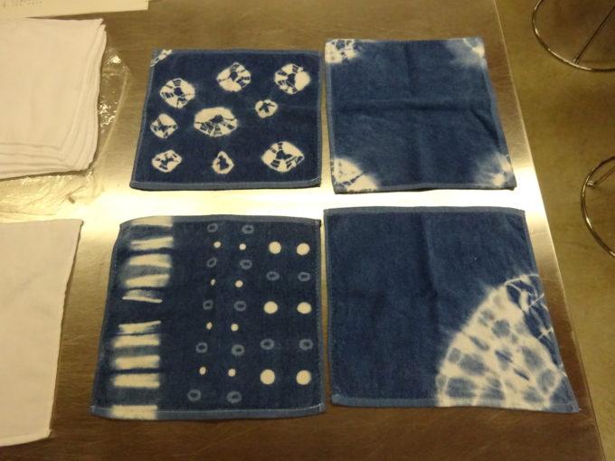 藍染めされたハンドタオルの見本