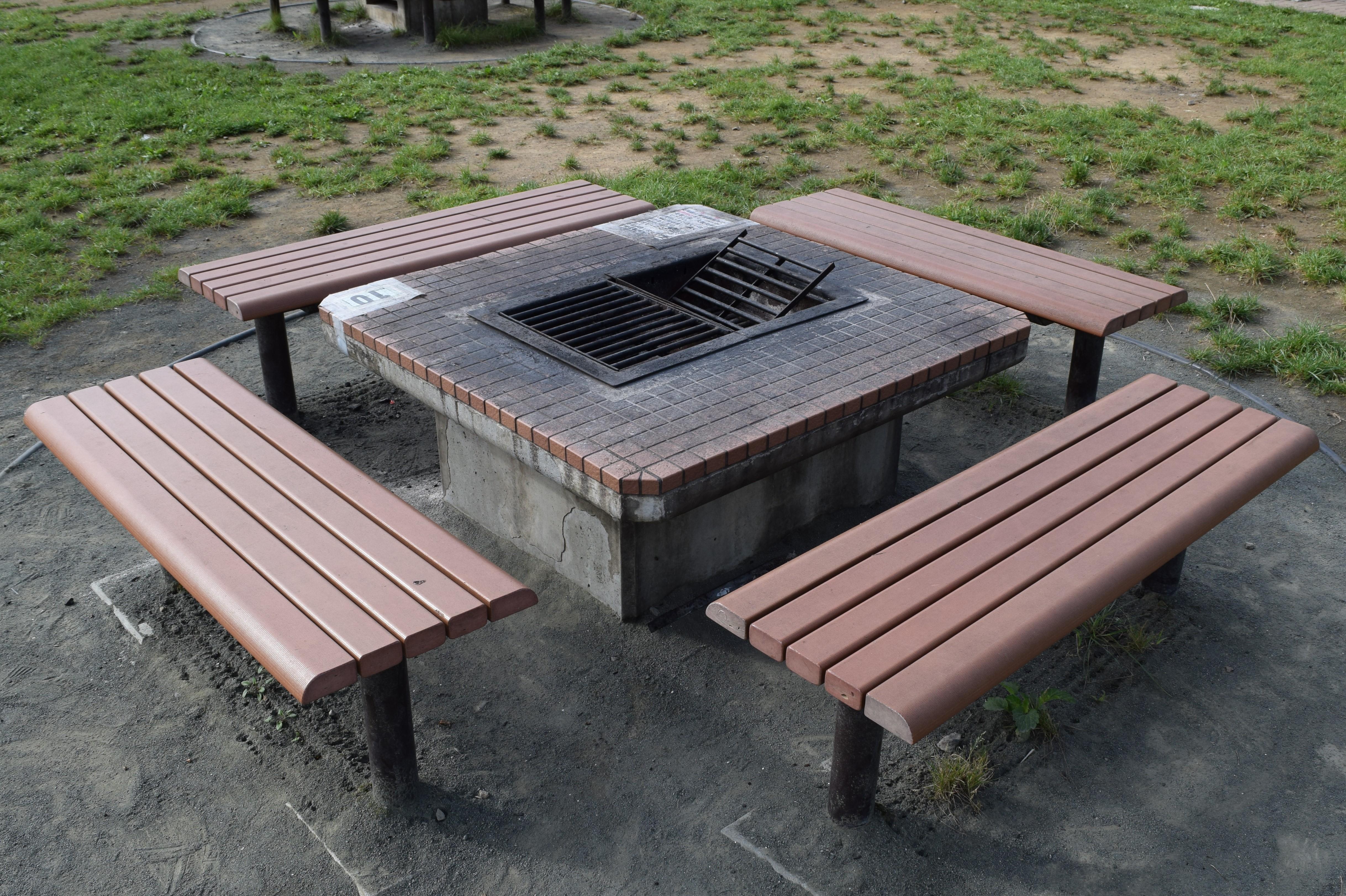 森 ベンチ あつ 広場
