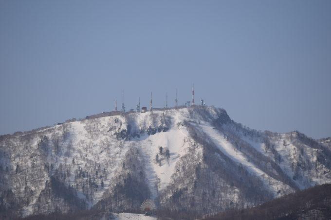 手稲山にあるテレビ局の送信所