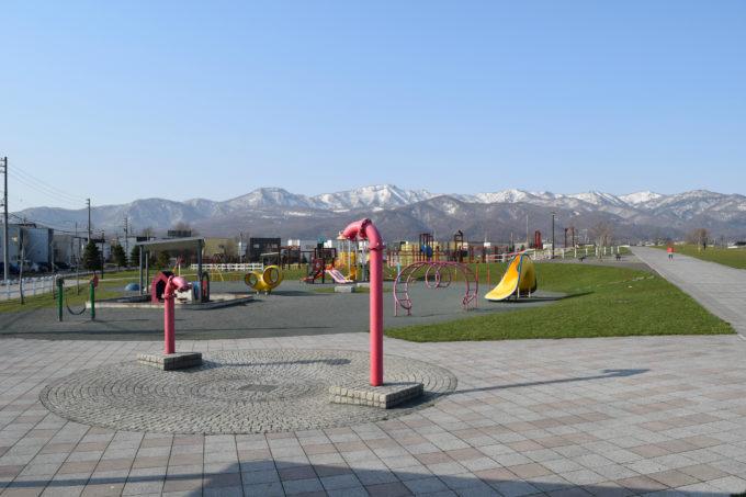 メインエントランス広場からの手稲山