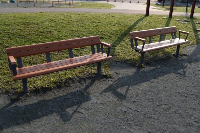 児童遊戯広場のベンチ