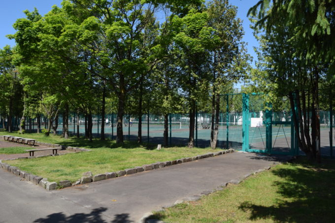 末広中央公園のテニスコート