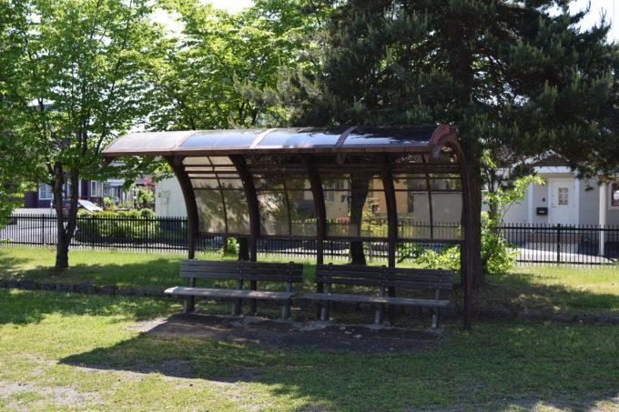 遊具広場にあるベンチ